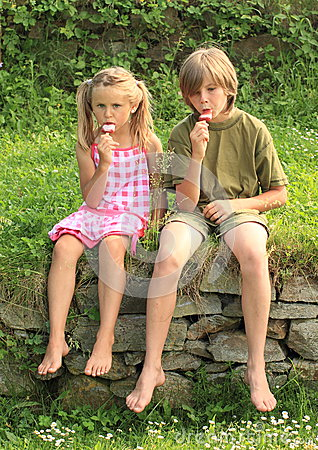 Kids eating ice-cream