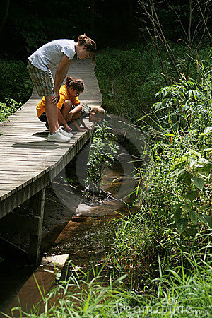 Free Kids Exploring Nature Trail Royalty Free Stock Photography - 3003797