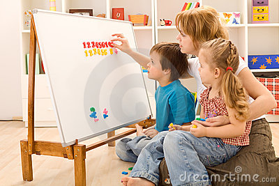 Kids learning the numbers with their mother