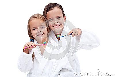 Kids washing teeth