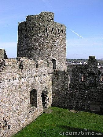 Kidwelly Castle 2