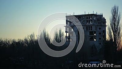 Kierdel wrony lata nad ruinami budynek półmrok Zmierzch zdjęcie wideo