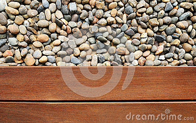 Kiesel und Holz