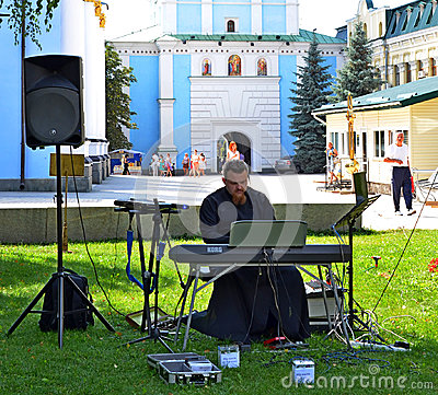 Free Kiev, Ukraine - August 19, 2017: Orthodox Priest Gives A Concert Stock Photography - 99158812