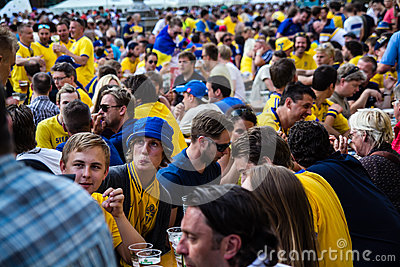 KIEV, UKRAINE - JUNE 10: Cheering Sweden and Ukrainian fans have Editorial Photography