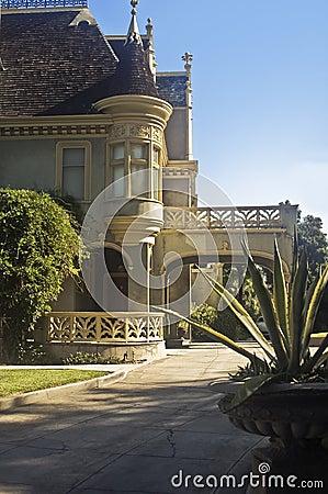 Kimberly Crest Mansion Driveway