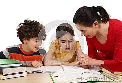 Kinderen die thuiswerk doen
