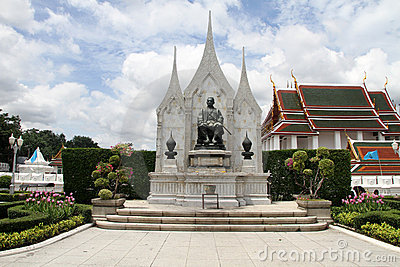 King Rama III monument