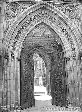 Kirche-Eingang II