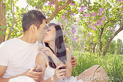 Kiss under the lilacs