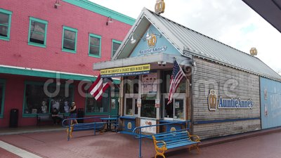 Auntie Anne Pretzel Shop. Kissimmee, Florida / USA, March 2, 2019:  Auntie Anne`s Shop, American Chain Of Pretzel Shops. Kissimmee Old Town, Florida, United stock video footage