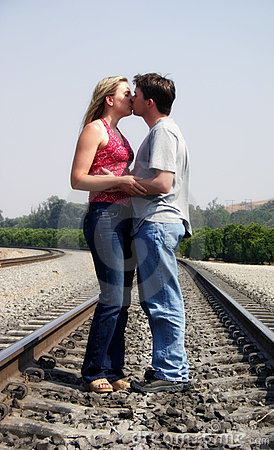 Free Kissing Couple Royalty Free Stock Images - 7019