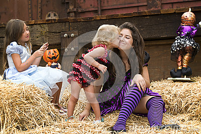 Kissing Sisters, Playful Halloween