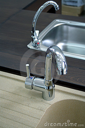 Kitchen faucets with stainless steel sink