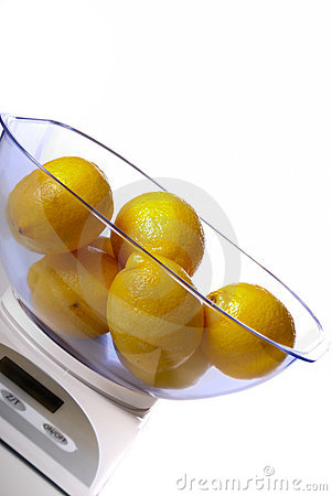 Kitchen scale with lemons