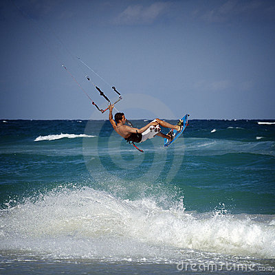 Kitesurfer in waves