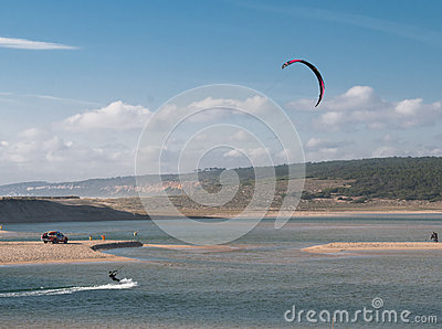 Kitesurfing in the Lagoa da Albufeira