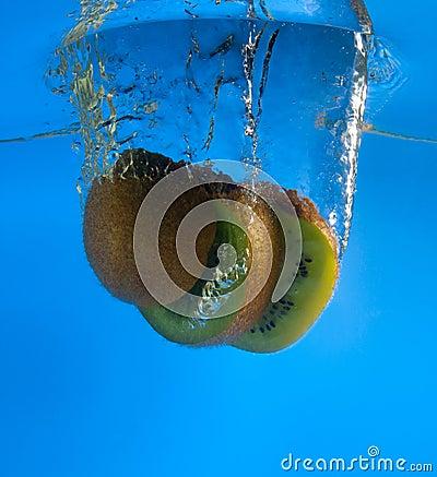 Kiwi in acqua