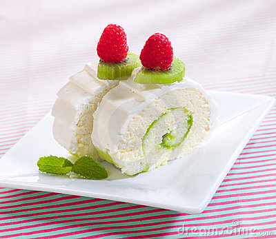Kiwi roll cheescakes
