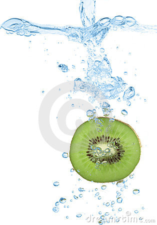 Kiwi slice splash in water