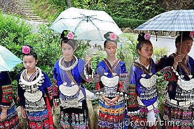 Klädhmong Redaktionell Arkivbild