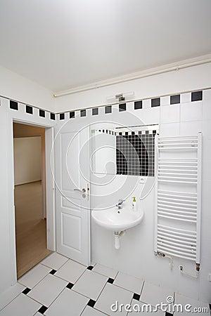 Kleine badkamers stock foto beeld 35569280 - Foto kleine badkamer ...