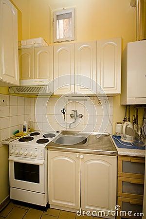 Kleine keuken royalty vrije stock afbeelding afbeelding 35920766 - Optimaliseren van een kleine keuken ...