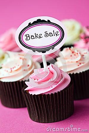 Kleine Kuchen für einen backenverkauf