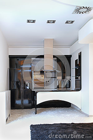 Moderne kleine keuken stock foto   afbeelding: 53343386
