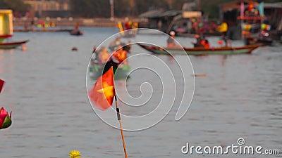 Kleine Vietnam-Flagge auf dem Boot stock footage