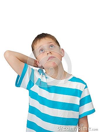 Kleiner Junge denkt oben schauen