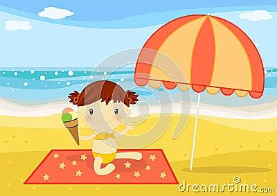 Kleines Mädchen, das eine Eiscreme auf dem Strand isst