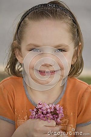 Kleines Mädchen mit Posy