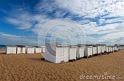 Kleines strandhaus auf sandstrand in calais frankreich - Kleines strandhaus ...