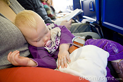 Kleinkind auf Flugzeug