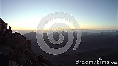 Klettern des Berges von Mosese, ein schöner Sonnenaufgang in den Bergen von Ägypten in der Sinai-Halbinsel, timelapse stock footage