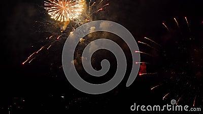 Kleurrijk aan vuurwerk op City day-festival stock video