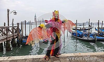 Kleurrijk Kostuum Redactionele Afbeelding