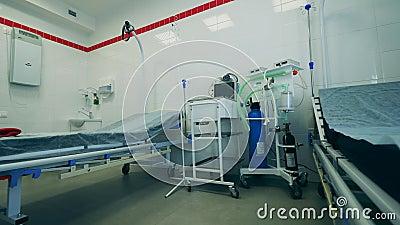 Klinische afdeling met ademhalingsinrichting en niemand in de binnenkant Coronavirus pandemic, 2019-ncov, het concept van het cor stock videobeelden