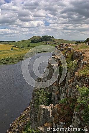 Klippen boven Lough van de Steile rots
