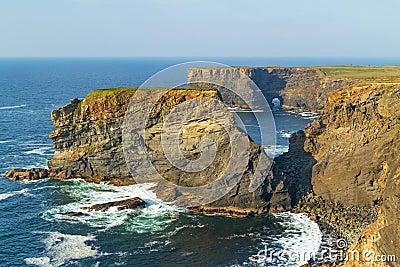 Klippor av Kilkee i Irland
