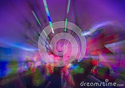 Klub nocny lub rockowego koncerta taniec