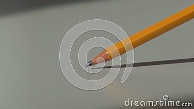 Knackning på tabellen med en träblyertspenna lager videofilmer