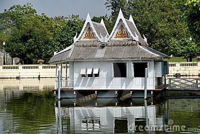 Knall-Schmerz, Thailand: Royal Palace-Boots-Haus