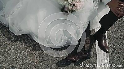 Kobieca suknia ślubna Hem kobiecej sukni ślubnej Suknia ślubna w ruchu zbiory wideo