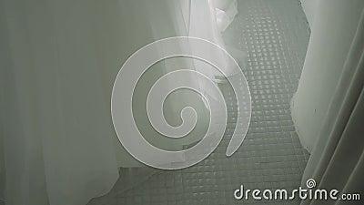 Kobieca suknia ślubna Hem kobiecej sukni ślubnej Suknia ślubna w ruchu zdjęcie wideo