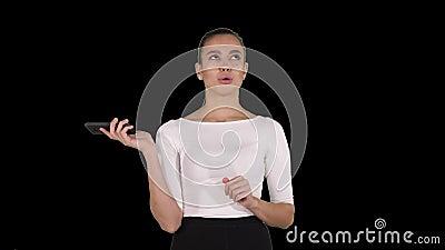 Kobieta krzyczy i dyskutuje na telefonie, Alfa kanał zdjęcie wideo