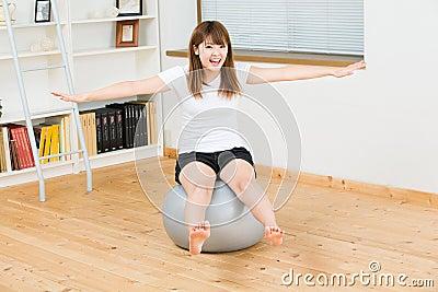 Kobieta który ćwiczy