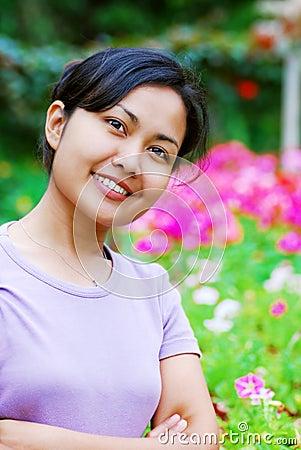 Kobieta kwiaty ogrodu