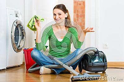 Kobieta przy wiosny cleaning